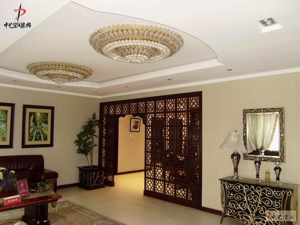 东方明珠室内工艺木格屏风装修